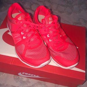 New in box Nike flex run tennis shoes size 6.5